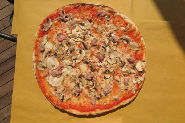 tomato, mozzarella, mushrooms, Italian sausage