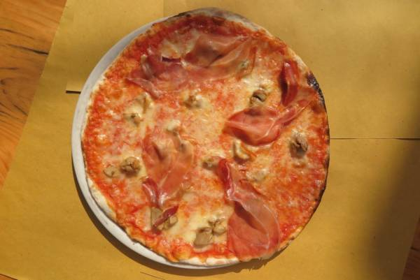 tomato, mozzarella, parma ham, porcini mushroom