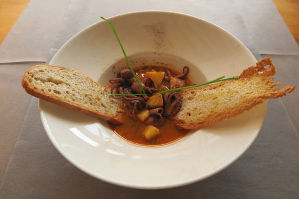 Stewed Octopus with Potato and Crunchy Bread