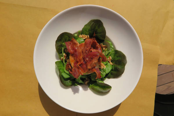 lettuce, walnuts, bacon, goat cheese and dried tomatoes