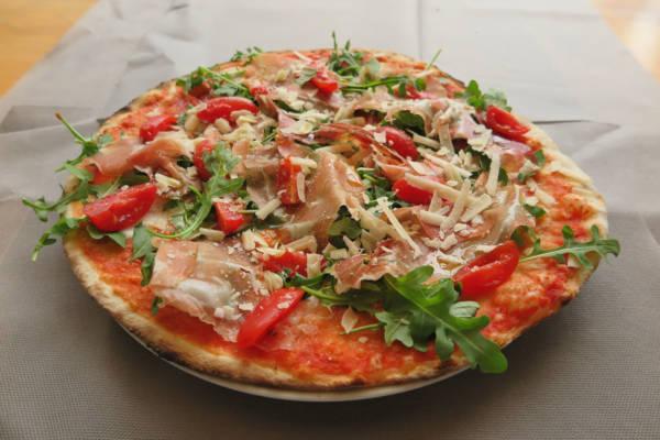 tomato, buffalo mozzarella, cherry tomatoes, rocket,parma ham, parmesan cheese