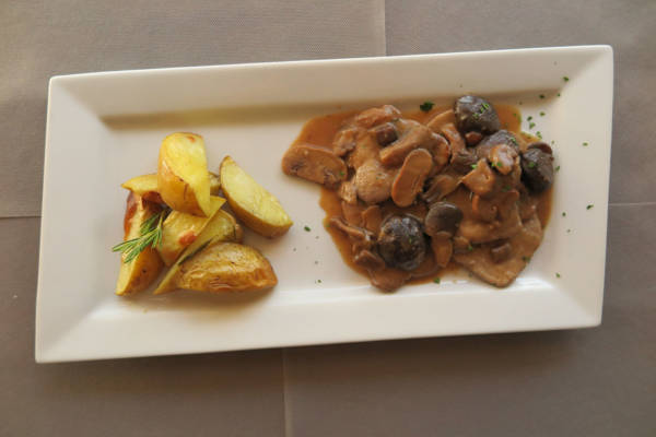 Fillet of Beef with Porcino Mushrooms with Roasted Potato